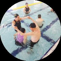 プールで水中運動